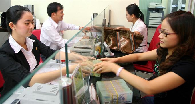 Được tiếng làm ngân hàng: Lương bèo, sức kiệt