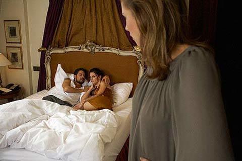 Đụng mặt chồng trong nhà nghỉ của đồng nghiệp