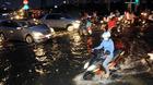 Sài Gòn chống chọi triều cường kỷ lục
