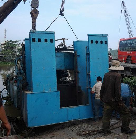 trục vớt xe tải, 100 tấn, sập cầu, Vĩnh Long