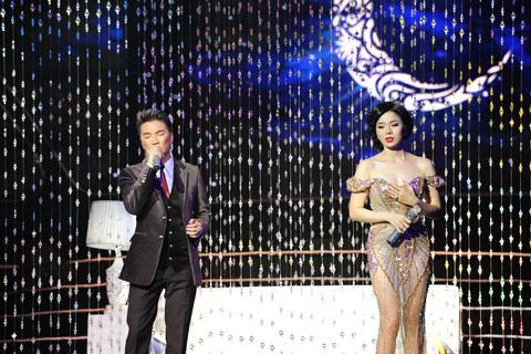 Chồng Lệ Quyên bỏ tiền triệu mua vé xem liveshow của vợ