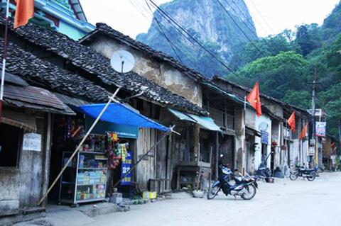 Làng cổ Đường Lâm, phố cổ Đồng Văn, Đàn Xã Tắc, Chùa Chân Long