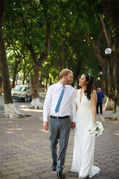 Ngô Phương Lan khoe ảnh cưới lãng mạn
