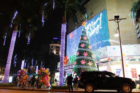 Hà Nội rực rỡ đón Noel