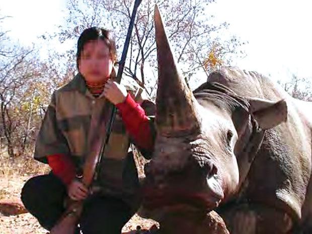 'Cò' sừng tê giác và kỹ nghệ lừa dân giàu lắm bệnh