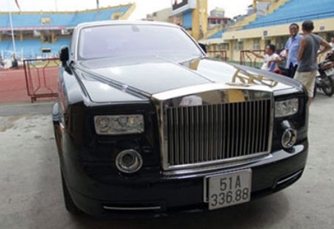 bầu-kiên, biệt-thự-trăm-tỷ, siêu-xe, siêu-xe-Bentley, siêu-xe-Rolls-Royce-Phantom