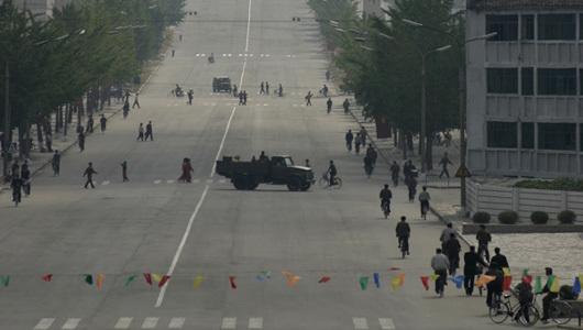 Triều-Tiên, giàu-có, nghèo-khó, xe-đạp, tủ-lanh, an-chơi, kinh-tế, lạc-hậu, cấm-vận