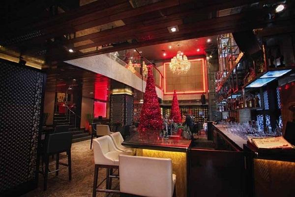 Nhà giàu vung tiền đón Noel ở khách sạn sang