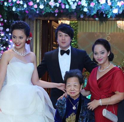 Hớ nặng: Mẹ vợ 700 triệu USD của Thanh Bùi