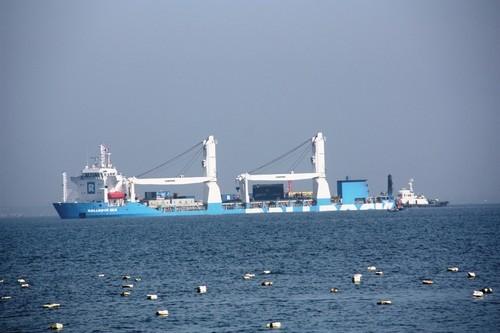 Tàu ngầm Hà Nội chạm mặt biển Tổ quốc