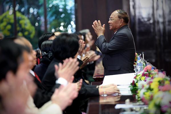 Chỉ có VN đưa con cháu đến cứu dân Campuchia