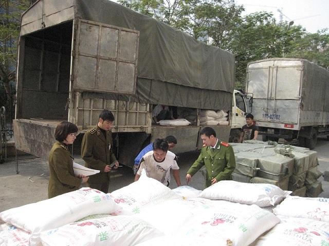 Hàng chục tấn ô mai Trung Quốc đổ về Hà Nội