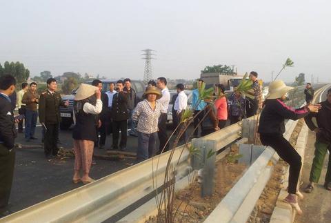 Bộ trưởng bị chặn đường trên cao tốc Nội Bài
