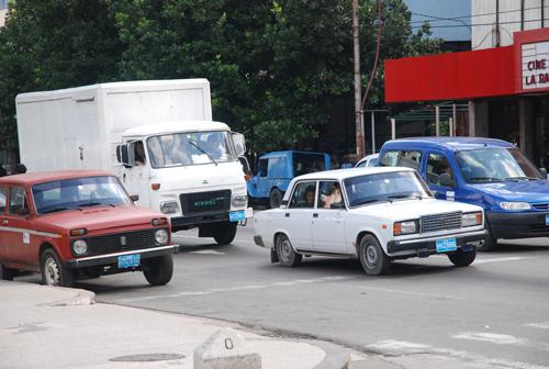 Ôtô ở Cuba: Lung linh xe cổ, đắt đỏ xe mới