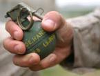 Tặng gói quà có chứa lựu đạn cho Chủ tịch huyện