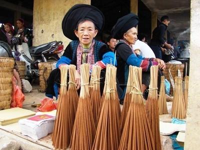 Rực rỡ sắc màu ở phiên chợ vùng cao ngày Tết
