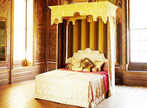 Đại gia Lê Ân hồi hộp khai trương siêu giường cùng vợ