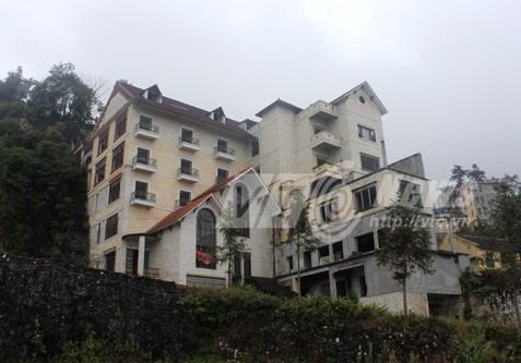 Nữ đại gia Sapa: Xây lâu đài rồi đập phá, bỏ hoang