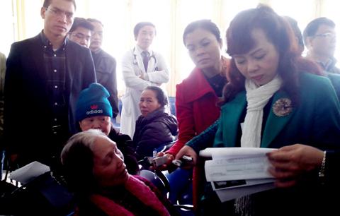 Bị mắng, bệnh nhân 70 tuổi 'kể tội' với Bộ trưởng Y tế