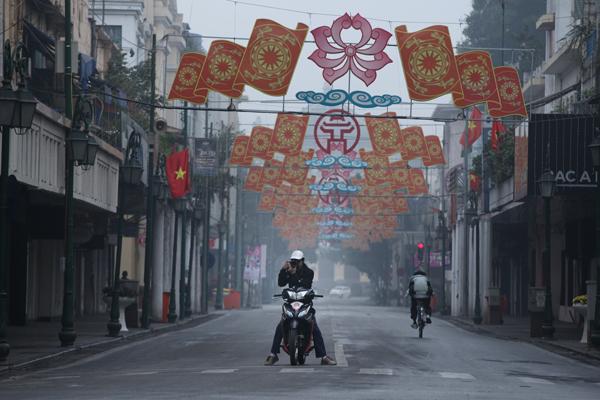Những cảnh hiếm trên phố Hà Nội sáng đầu năm mới