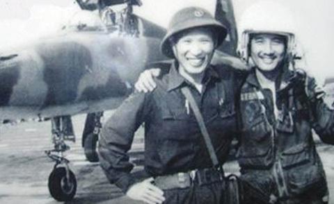 Anh hùng thời chiến lái chuyên cơ cho Bầu Đức
