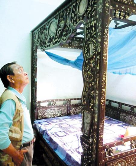 Đại gia bí ẩn và chiếc giường 7 tỉ khiến Lê Ân lu mờ