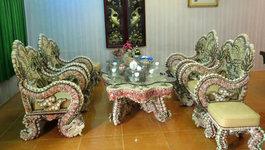 Bộ bàn ghế ốp bằng vỏ ốc, sò 'có 1 không 2'