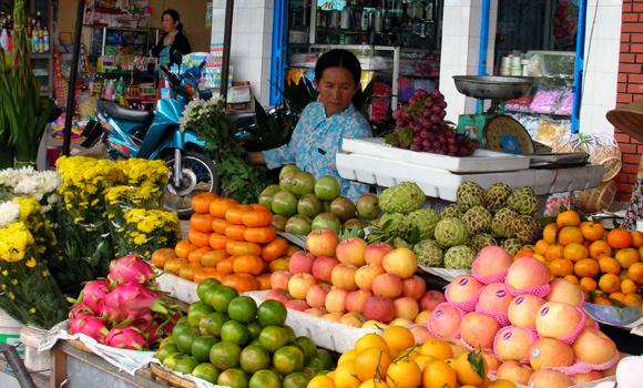 Hết sạch tiền vì mua hoa quả cúng Rằm