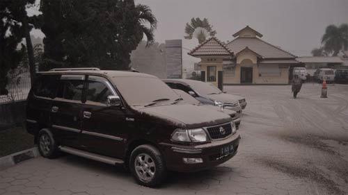 Indonesia, núi lửa Lelud, phun trào, sân bay, tê liệt, sơ tán