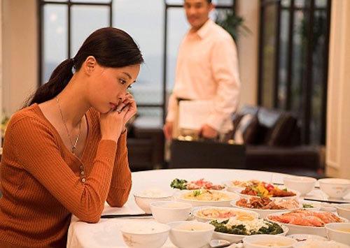 Vì không biết nấu ăn nên nữ tiến sĩ 30 tuổi bị người yêu chia tay