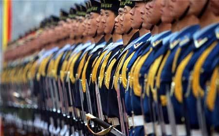 Chứng phát phì 'tấn công' lính Trung Quốc