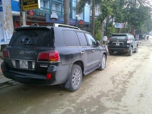 Đại gia Ninh Bình chơi trội với dàn Lexus biển khủng