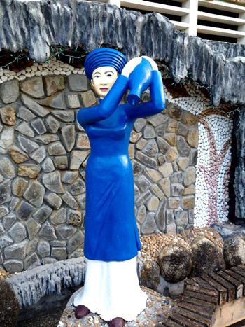 Hận 3 vợ phụ bạc: Lê Ân dựng tượng khắc cốt ghi tâm