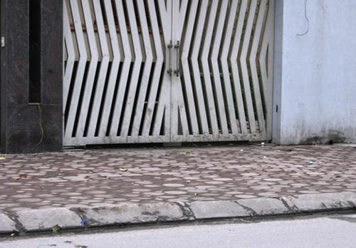Đại gia giấu mặt bỏ hoang biệt thự chục tỷ giữa Hà Nội
