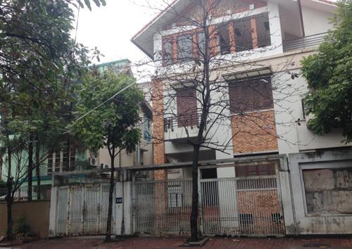 Tháo chạy khỏi biệt thự Trung Hòa – Nhân Chính