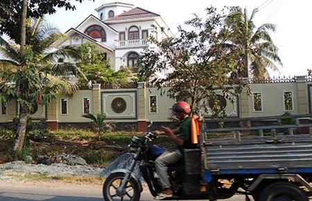 Ông Trần Văn Truyền: Xây biệt thự từ tiền tích cóp, sự giúp đỡ