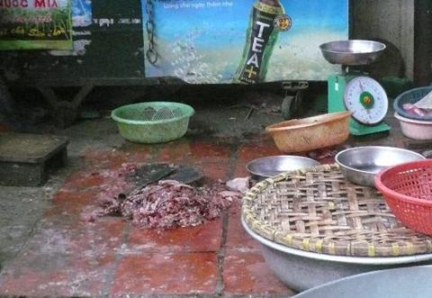 Cua xay, thịt lợn băm sẵn: Bẩn không thể tả
