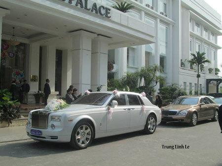 Đại gia Thái Bình khoe đám cười toàn siêu xe