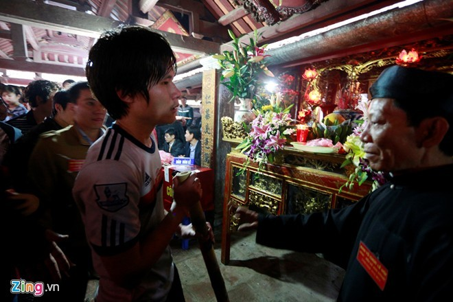 Giẫm đạp bạo lực trong lễ hội cướp bông ở Hà Nội