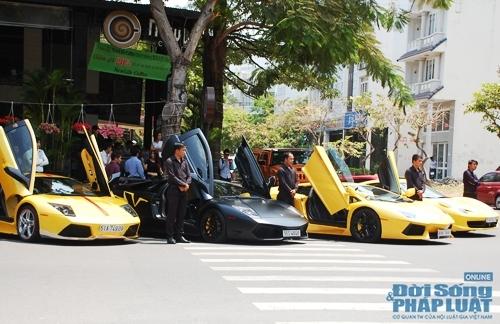 Đội siêu xe Ferrari, Lamborghini hàng đầu Châu Á của dân chơi Việt