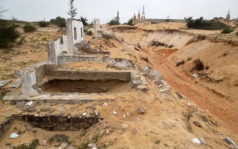 Quảng Bình, nghĩa địa, khai thác cát