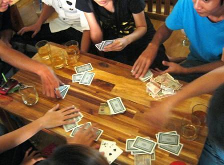 Trách nhiệm hình sự đối với tội đánh bài ?