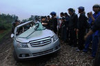 Tàu hỏa đâm ôtô, 2 công an tử vong