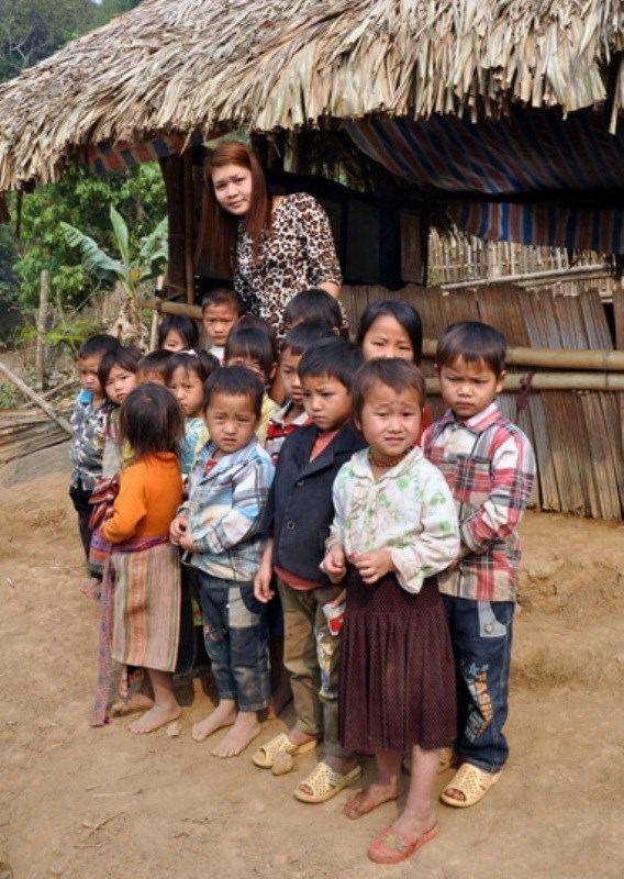 Cô giáo vượt suối trong túi nilon: Bộ trưởng Thăng nói gì?