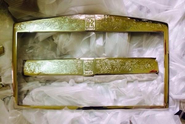 Rolls-Royce Phantom độ rồng vàng 24k về Hà Nội