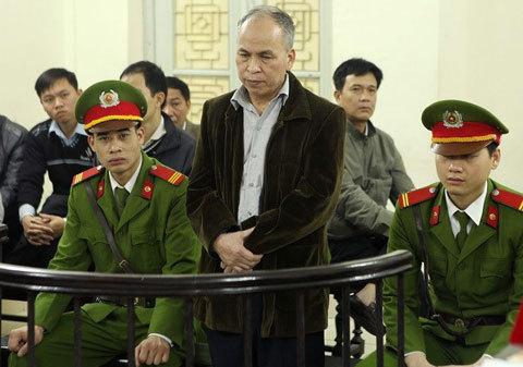 Xử phạt 15 tháng tù đối với bị cáo Phạm Viết Đào