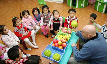 tranh cãi, dạy tiếng Anh, sớm, trẻ, mầm non, 5 tuổi, Bộ Giáo dục