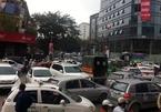 """Taxi dù Thủ đô lại """"móc túi"""" khách nước ngoài"""