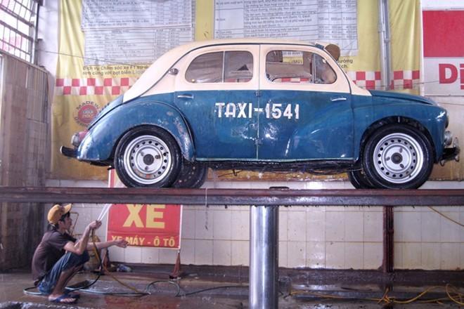 taxi-sài-gòn, xe-cổ, xe-con-bọ, xe-ô-tô, ô-tô, giao-thông, xe-taxi, người-sài-gòn