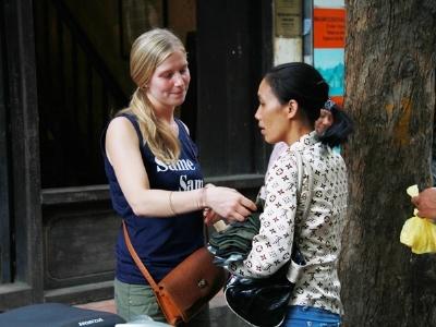 Người Việt cứ thấy Tây là chặt chém, chôm chỉa